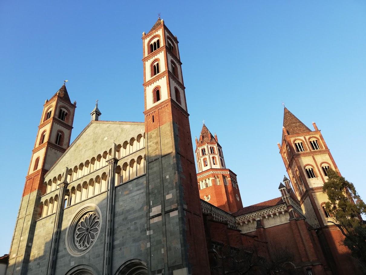 L'abbazia di Sant'Andrea a Vercelli compie 800 anni e porta la Magna Charta in mostra nella capitale del riso
