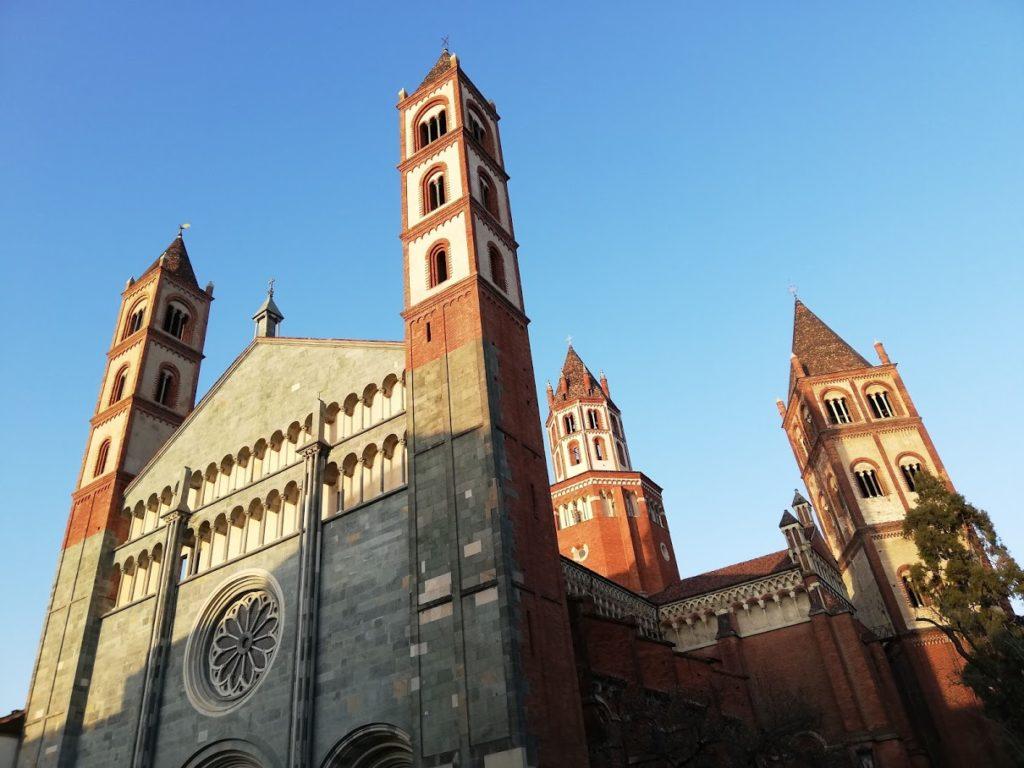 L'abbazia di Sant'Andrea a Vercelli e la mostra sulla Magna Charta, nella capitale del riso italiano.
